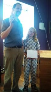 Datteren Ronja var med på premieutdelingen.